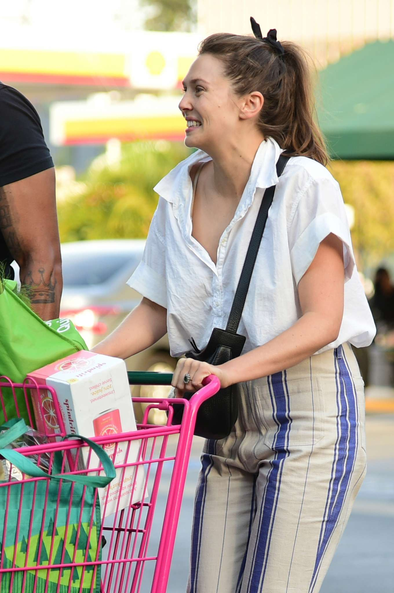 Elizabeth Olsen - Shopping at Whole Foods Market in Sherman Oaks