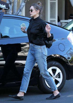 Elizabeth Olsen - Shopping on Melrose Place in Los Angeles