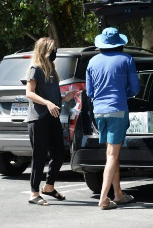 Elizabeth Olsen with fiance Robbie Arnett - Shopping in Sherman Oaks