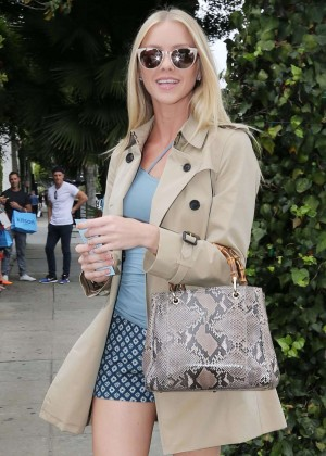Elle Evans in Shorts at Ivy Restaurant in West Hollywood