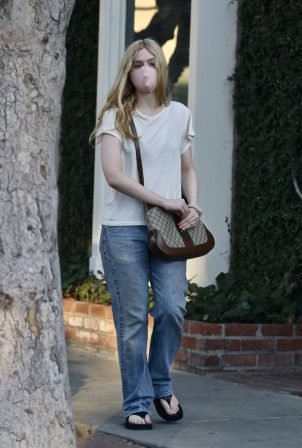 Elle Fanning - Christmas shopping in West Hollywood
