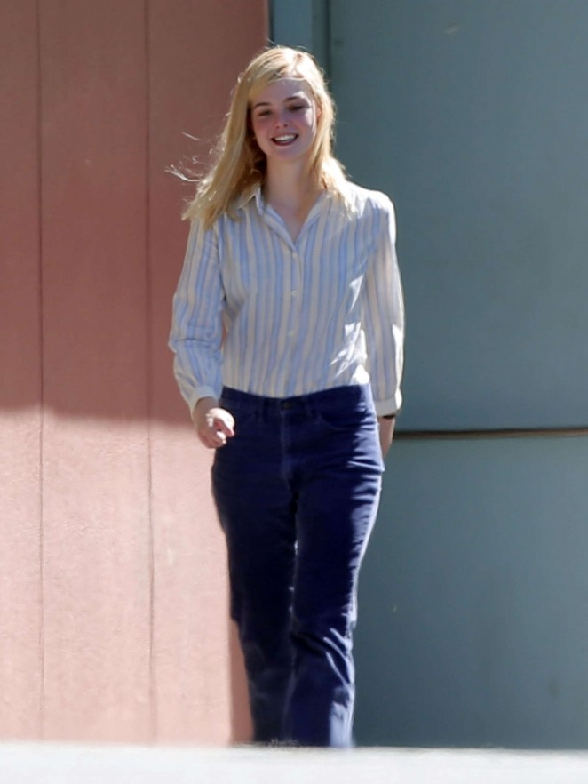 Elle fanning filming 20th century women 10 gotceleb for Elle subscription change address