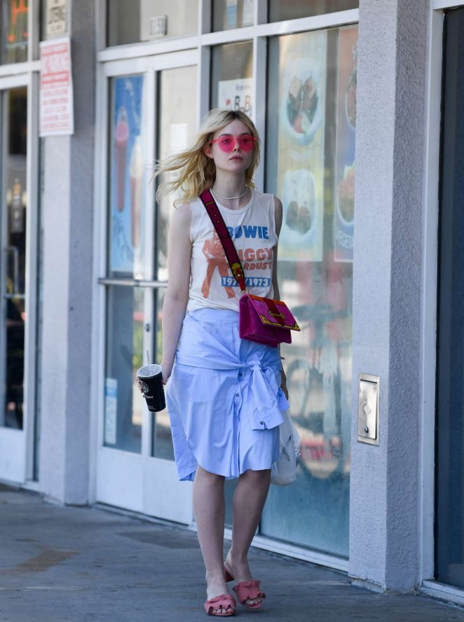 Elle Fanning - Grabs lunch at El Pollo Loco in LA