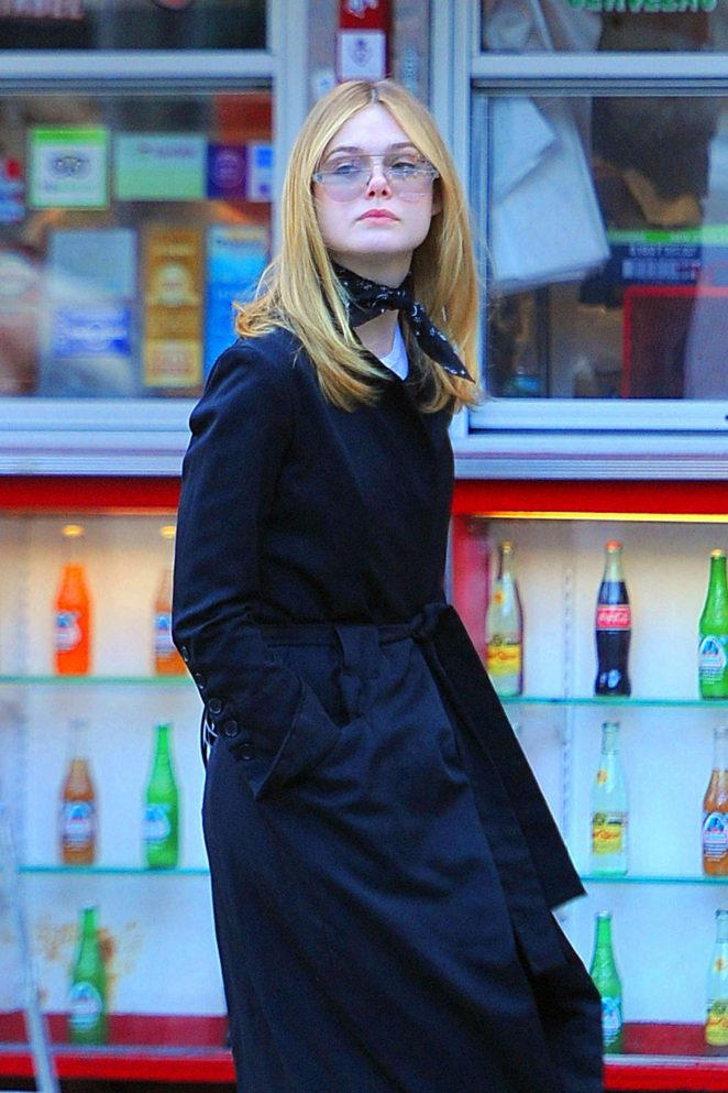 Elle Fanning - Grabs Lunch at Sweetgreen in Soho