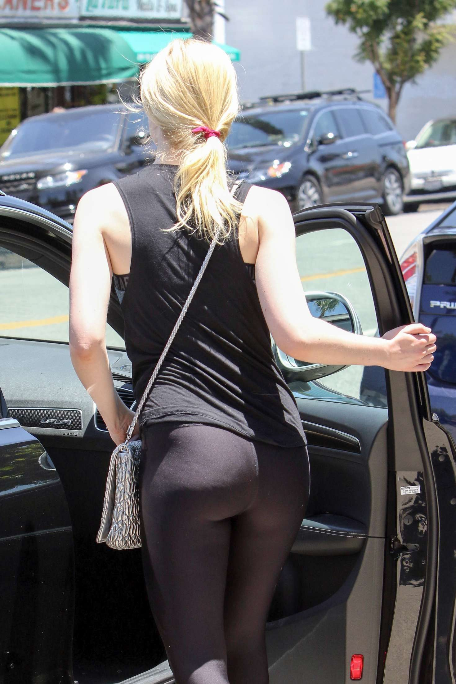 Elle Fanning - Leaves a workout in LA