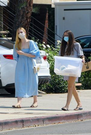 Elle Fanning - Shopping candids with her mom in Los Angeles