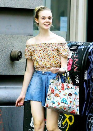 Elle Fanning - Shopping out in NYC