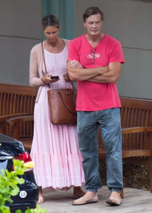 Elle Macpherson and Andrew Wakefield - Shopping in Miami