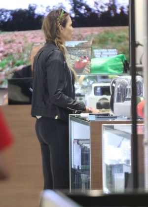 Elle Macpherson holiday shopping at Bal Harbour in Miami