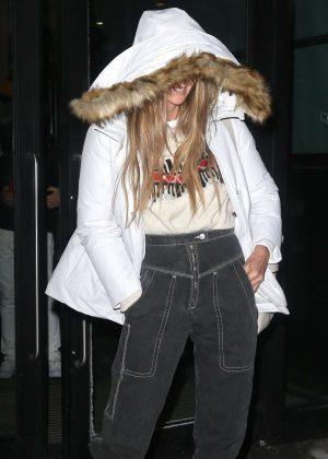Elle Macpherson - Leaving her hotel in New York