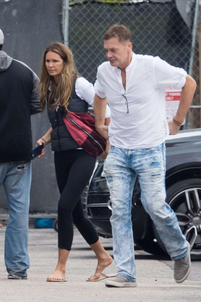 Elle Macpherson – Out for lunch in Miami