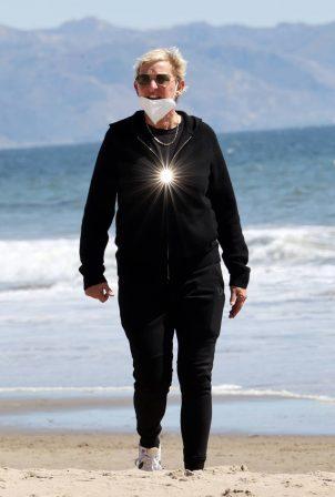Ellen DeGeneres - Spotted on on Santa Barbara beach
