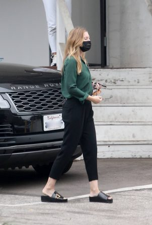 Ellen Pompeo - Heads to a salon in Beverly Hills