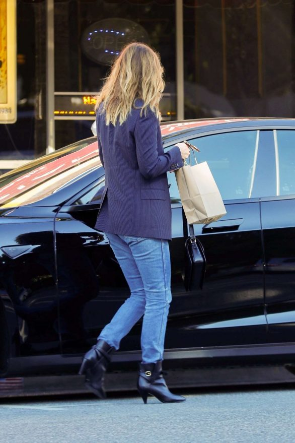 Ellen Pompeo in black and blue to buy ice cream at McConnell's in Studio City