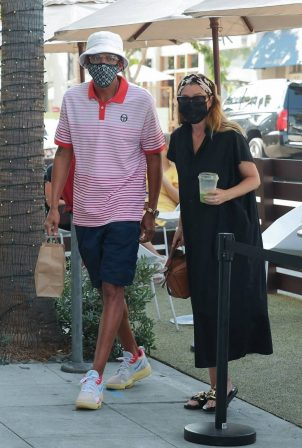 Ellen Pompeo with her husband at E Baldi - Out for lunch in Beverly Hills