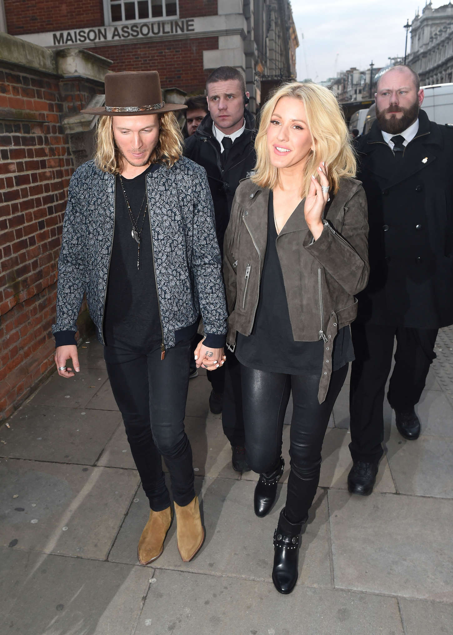 ellie goulding dating Singer ellie goulding is reportedly thinking about moving in with her new boyfriend bobby rich two months after the pair started dating.