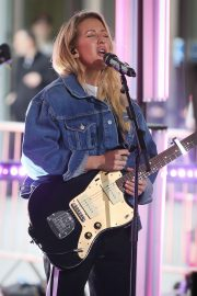 Ellie Goulding - Performing at the BBC One Show in London