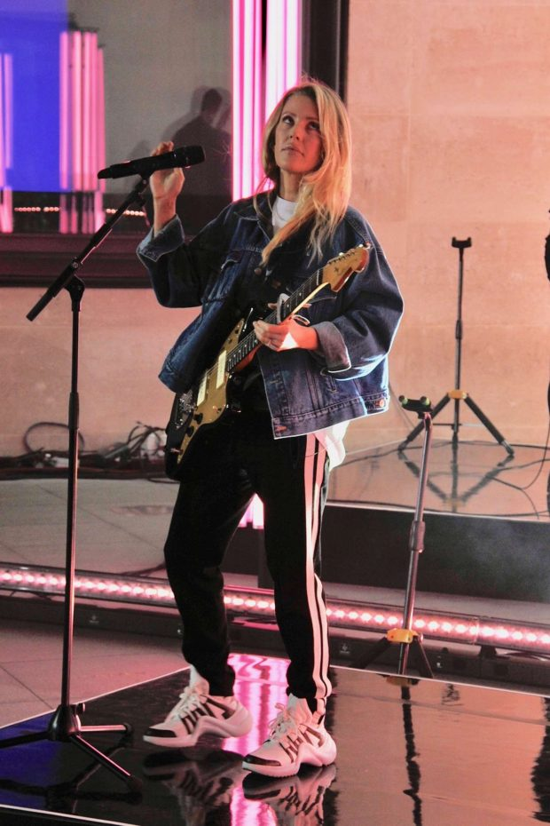 Ellie Goulding - Performing at The One Show in London