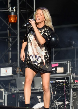 Ellie Goulding - Performing at V Festival Day 2 at Hylands Park