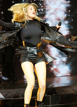 Ellie Goulding - Performing in Paris
