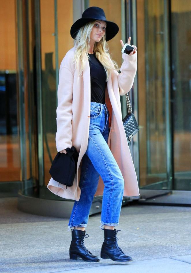Elsa Hosk in Jeans -01