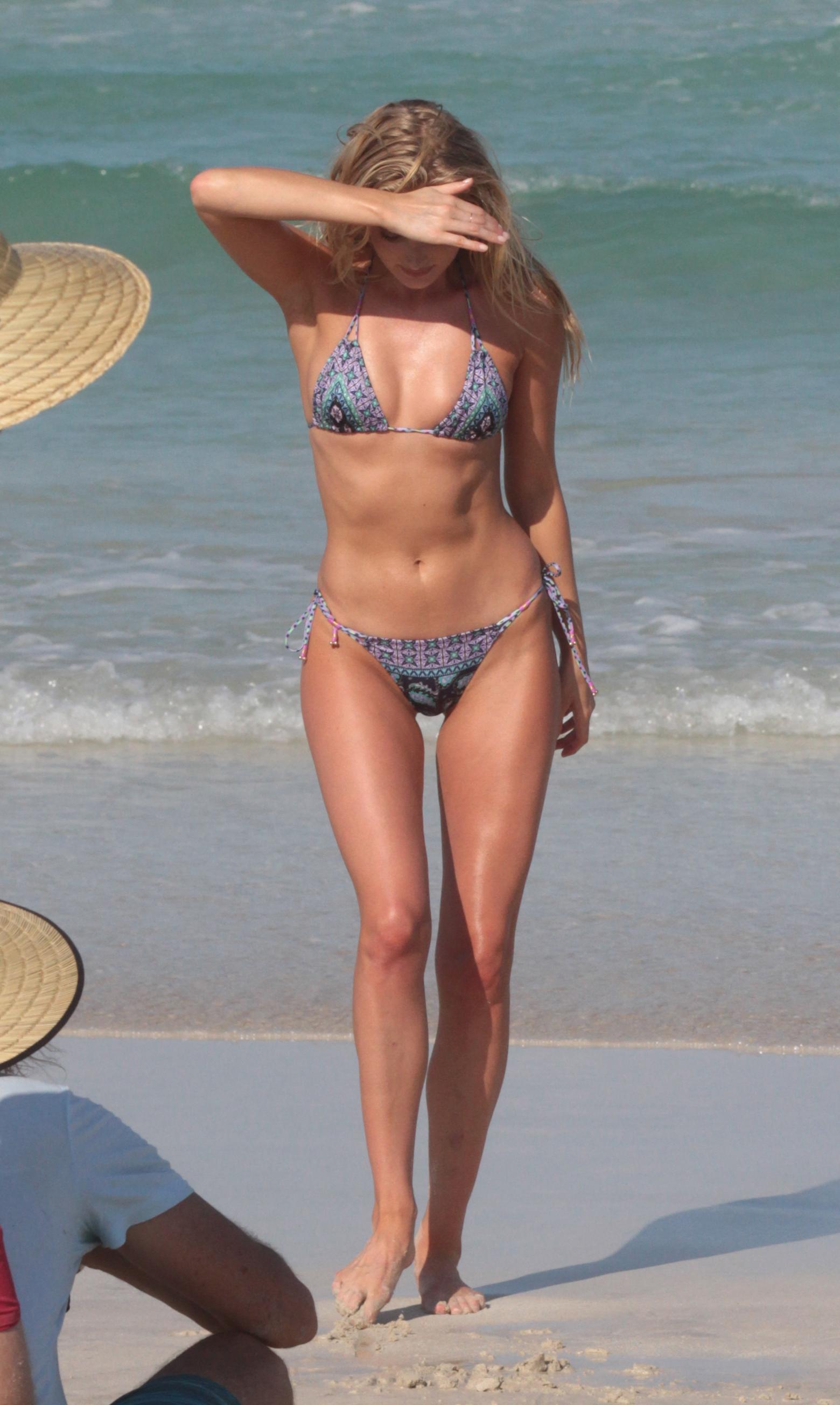 Eiza gonzalez a bikini sztaacuter - 2 7