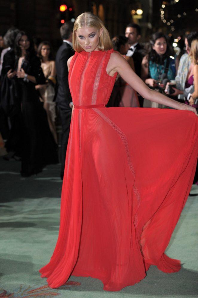 Elsa Hosk – Green Carpet 2017 Fashion Awards in Italia