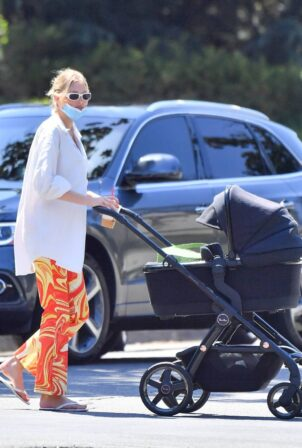 Elsa Hosk - Out for coffee with her daughter in Los Angeles