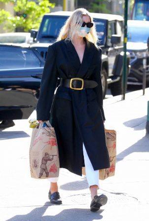 Elsa Hosk - Shopping in NYC