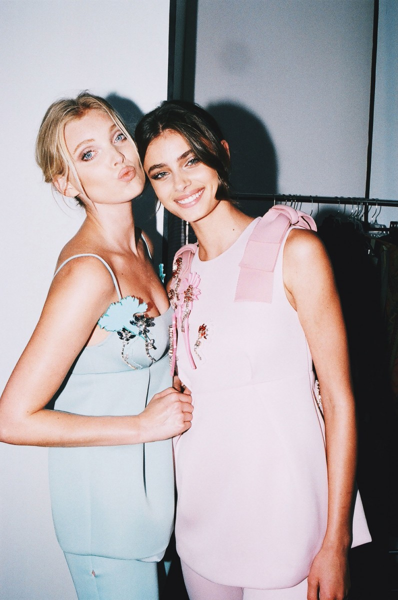 | Projets de LeviSmith | - Page 3 Elsa-Hosk-and-Taylor-Hill:-Fashion-Magazine-2015--08
