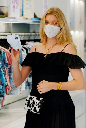 Elsa Hosk - Wearing mask while out for shopping in New York