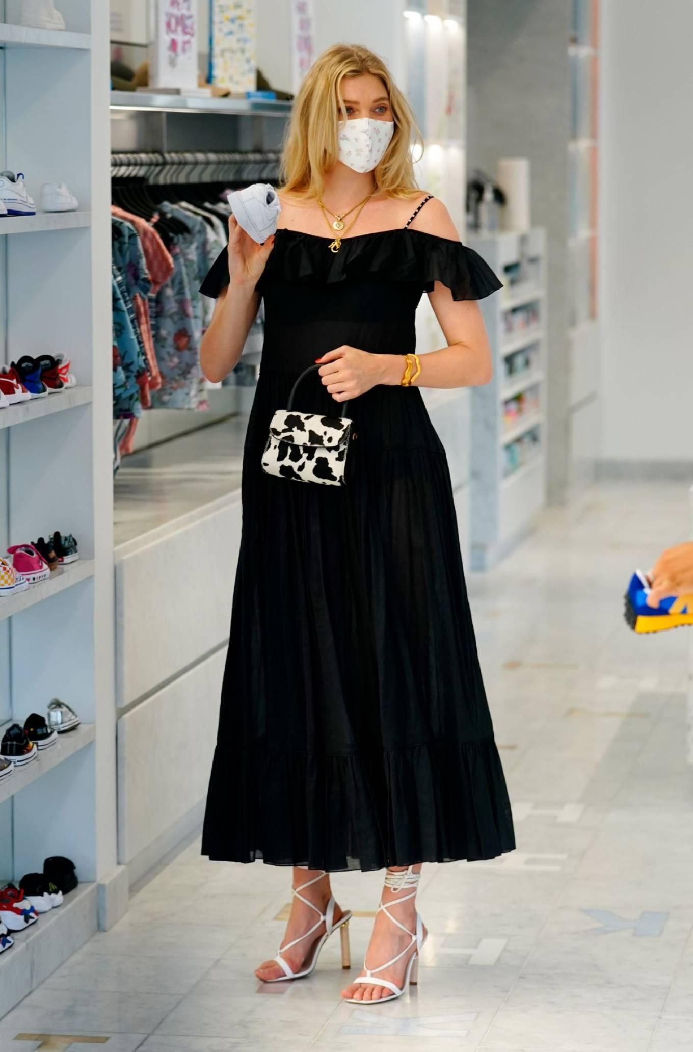Elsa Hosk 2020 : Elsa Hosk – Wearing mask while out for shopping in New York-06