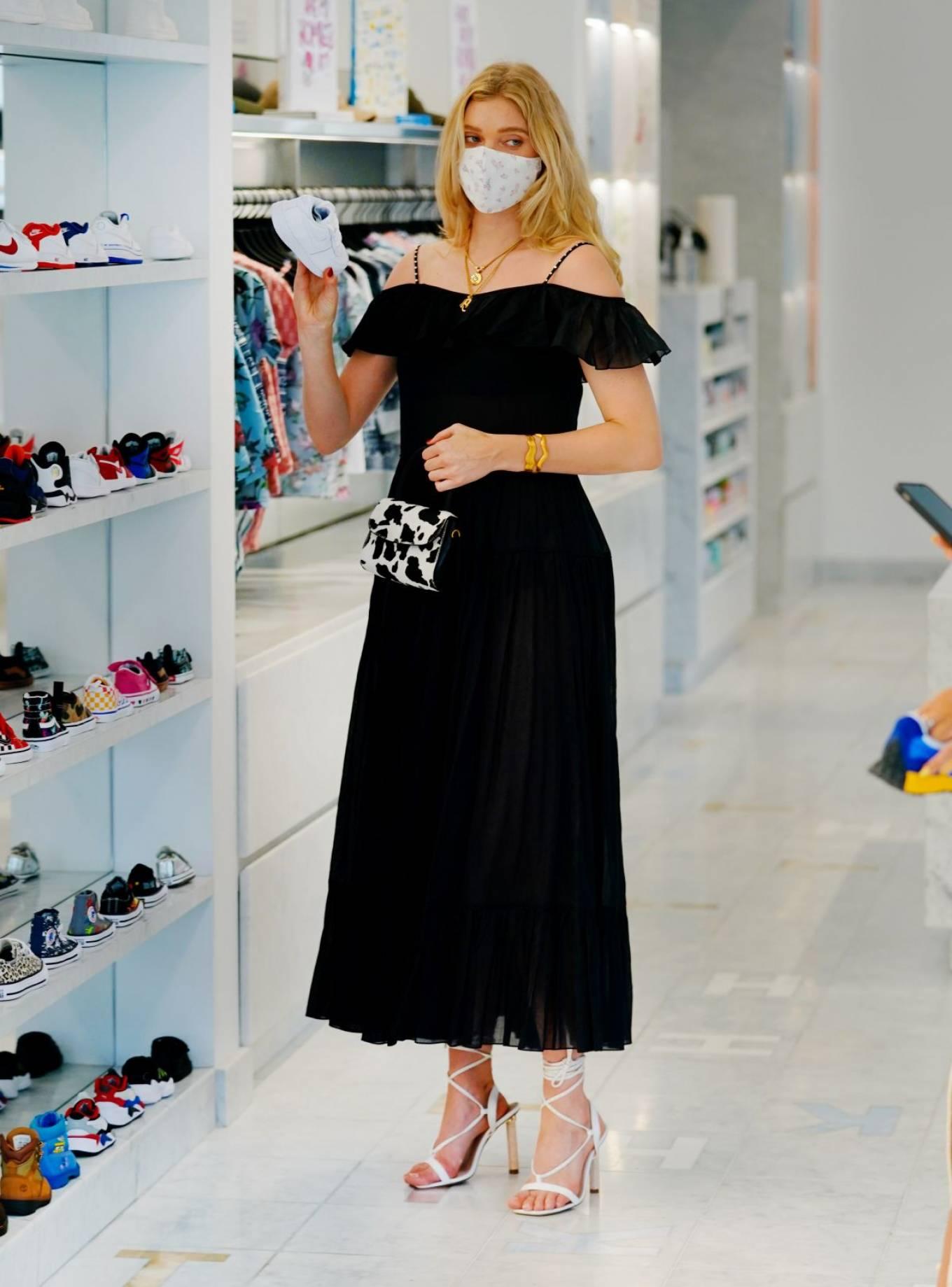 Elsa Hosk 2020 : Elsa Hosk – Wearing mask while out for shopping in New York-07