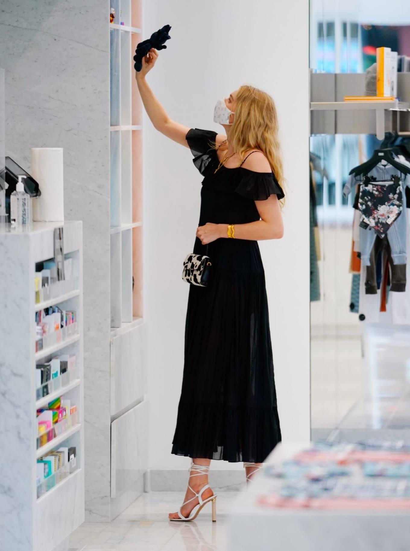 Elsa Hosk 2020 : Elsa Hosk – Wearing mask while out for shopping in New York-09