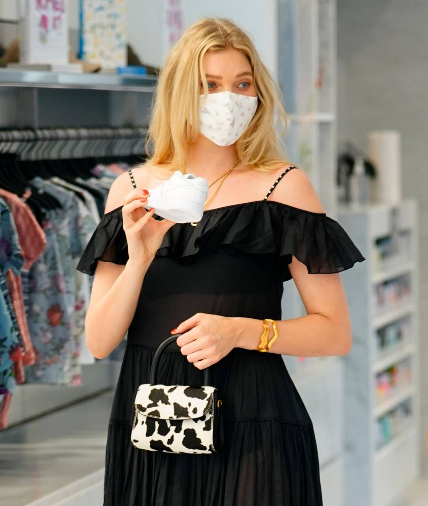 Elsa Hosk 2020 : Elsa Hosk – Wearing mask while out for shopping in New York-10