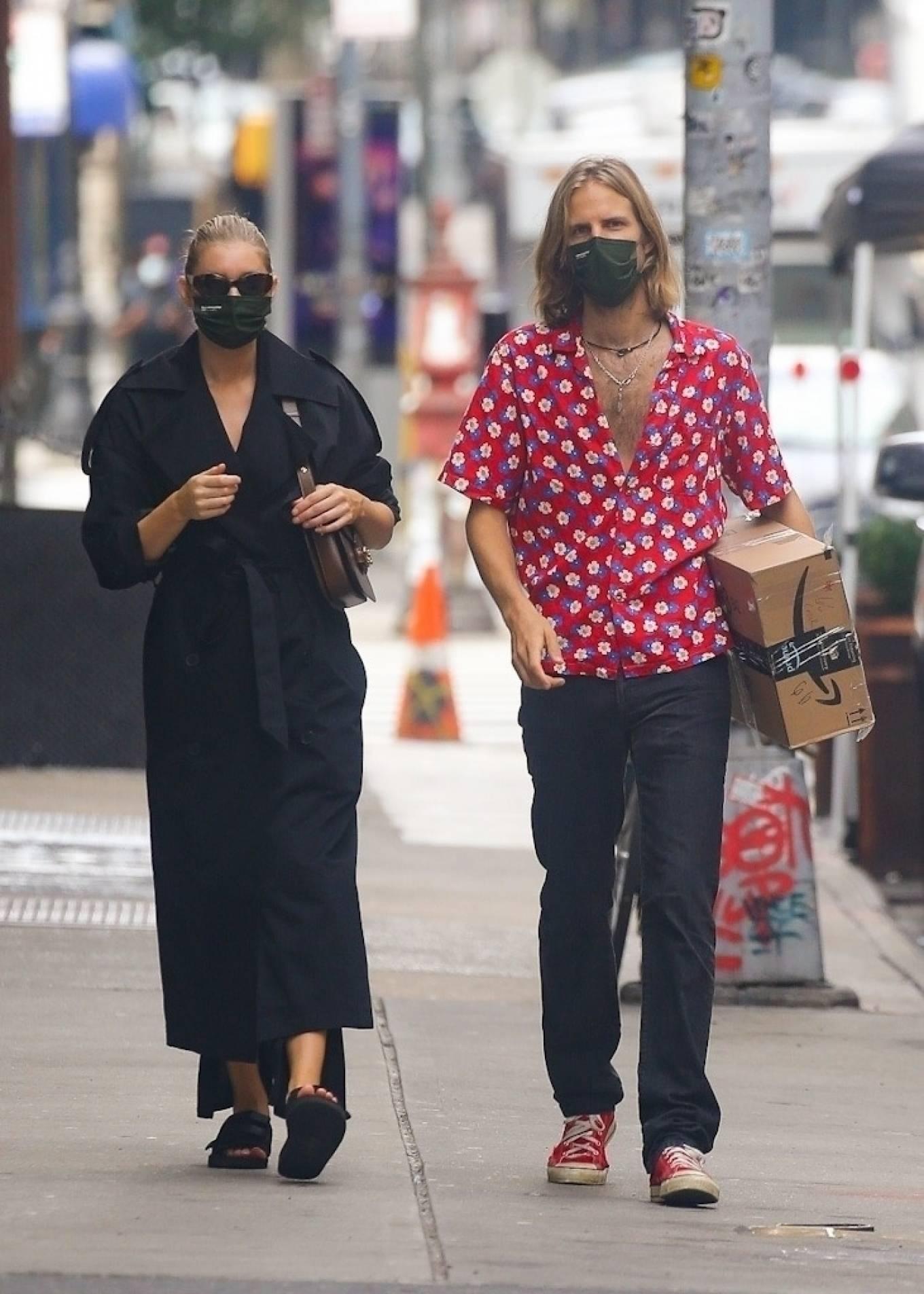 Elsa Hosk 2020 : Elsa Hosk with her boyfriend in New York City-14