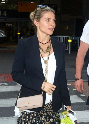 Elsa Pataky - Arrives at Airport in Malta