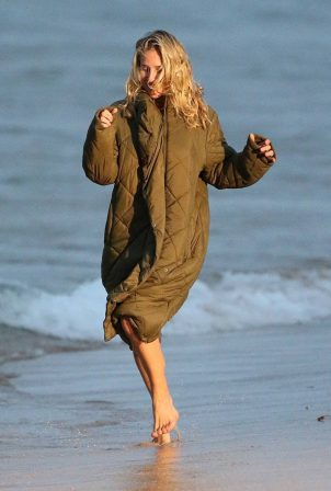 Elsa Pataky - Filming 'Carmen' at Maroubra Beach in Sydney