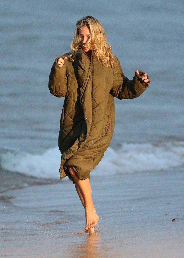 Elsa Pataky - Filming 'Carmen' at Maroubra Beach in Sydney