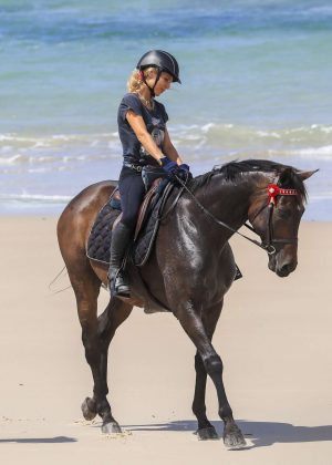 Elsa Pataky - Horse riding on a beach in Byron Bay