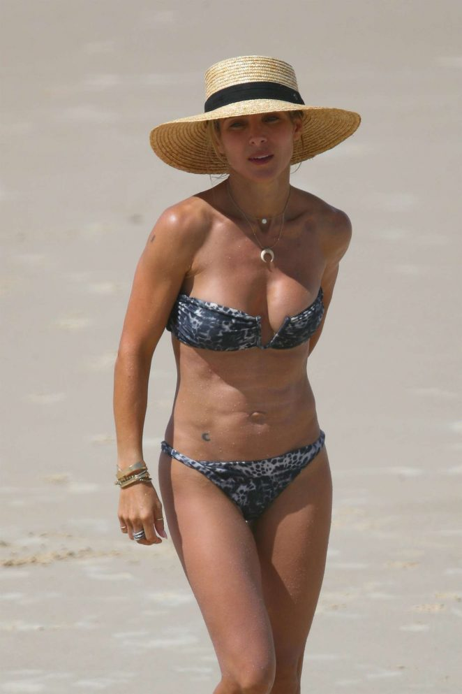 Elsa Pataky in Bikini at the beach in Byron Bay