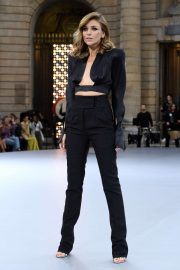Elsa Pataky - 'Le Defile L'Oreal Paris' Show at Paris Fashion Week