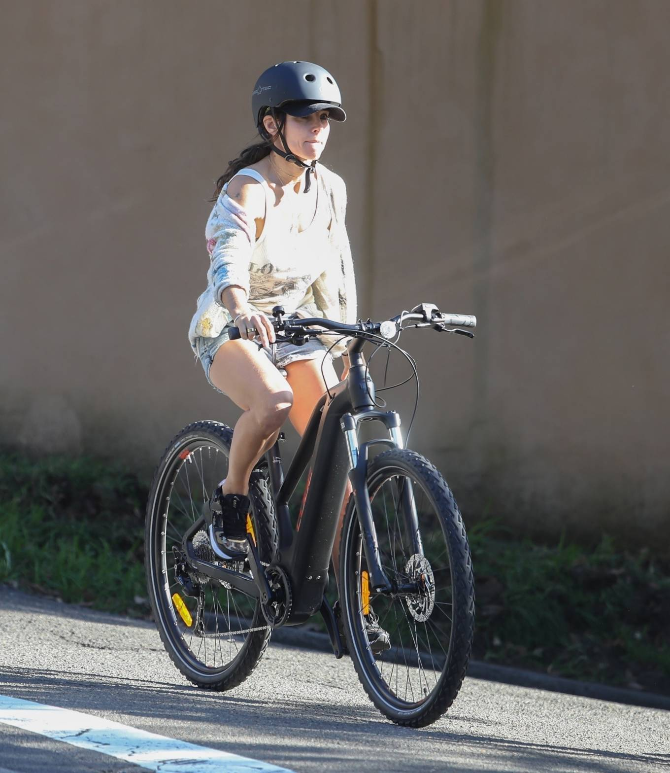 Elsa Pataky 2021 : Elsa Pataky – Out for a bike ride in Sydney-03