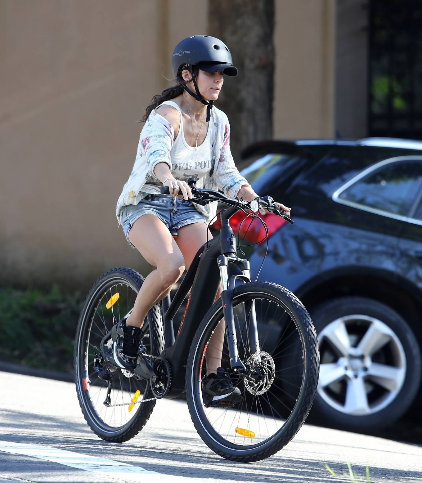 Elsa Pataky 2021 : Elsa Pataky – Out for a bike ride in Sydney-06