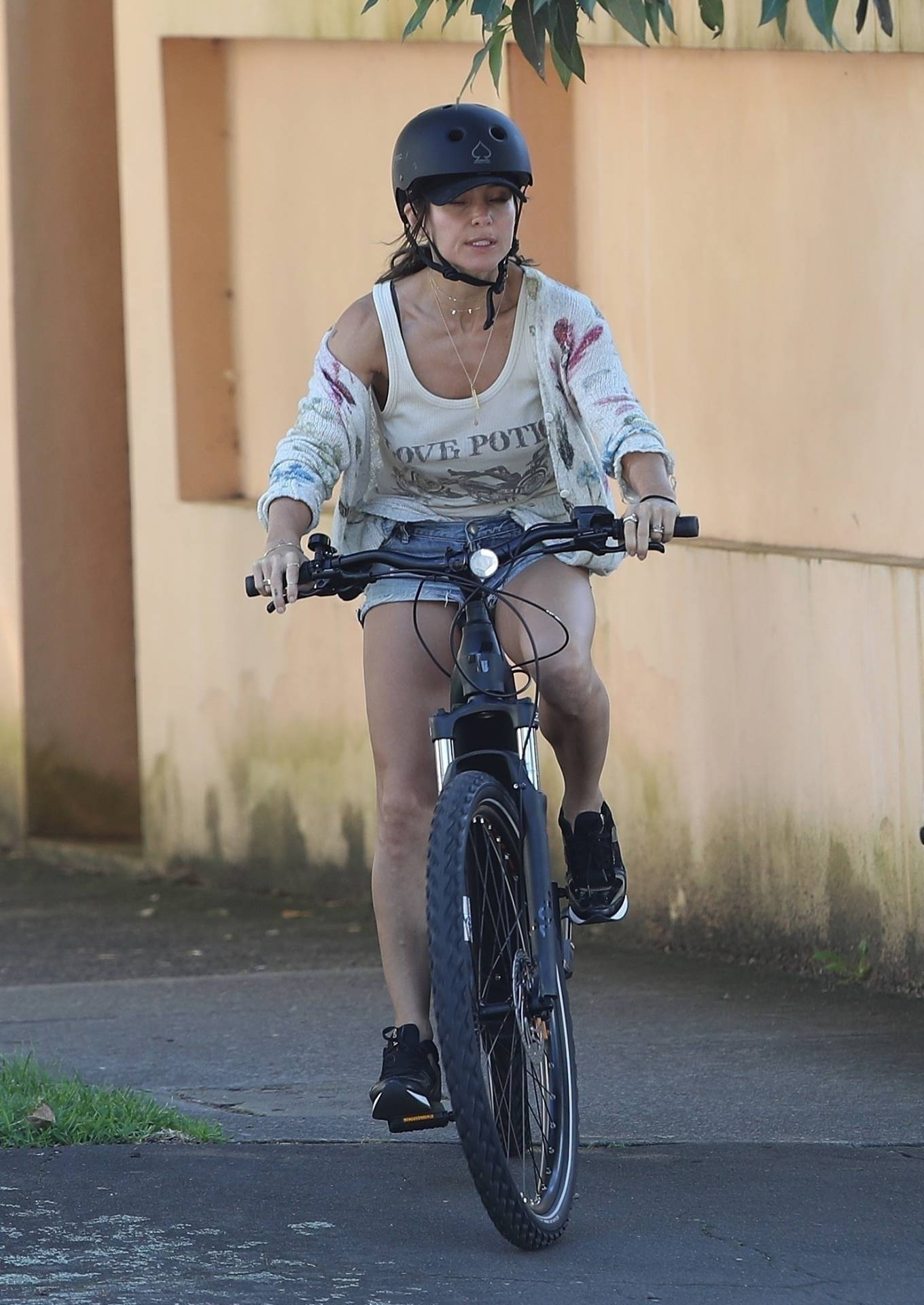 Elsa Pataky 2021 : Elsa Pataky – Out for a bike ride in Sydney-07