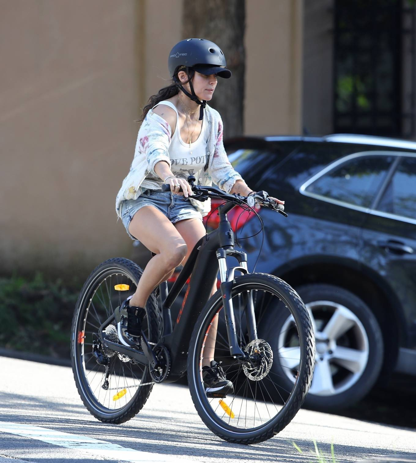Elsa Pataky 2021 : Elsa Pataky – Out for a bike ride in Sydney-08