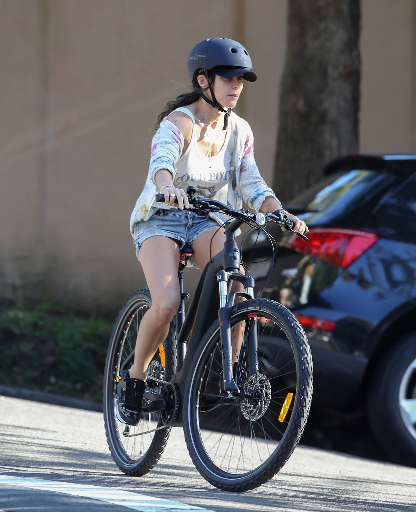 Elsa Pataky 2021 : Elsa Pataky – Out for a bike ride in Sydney-09