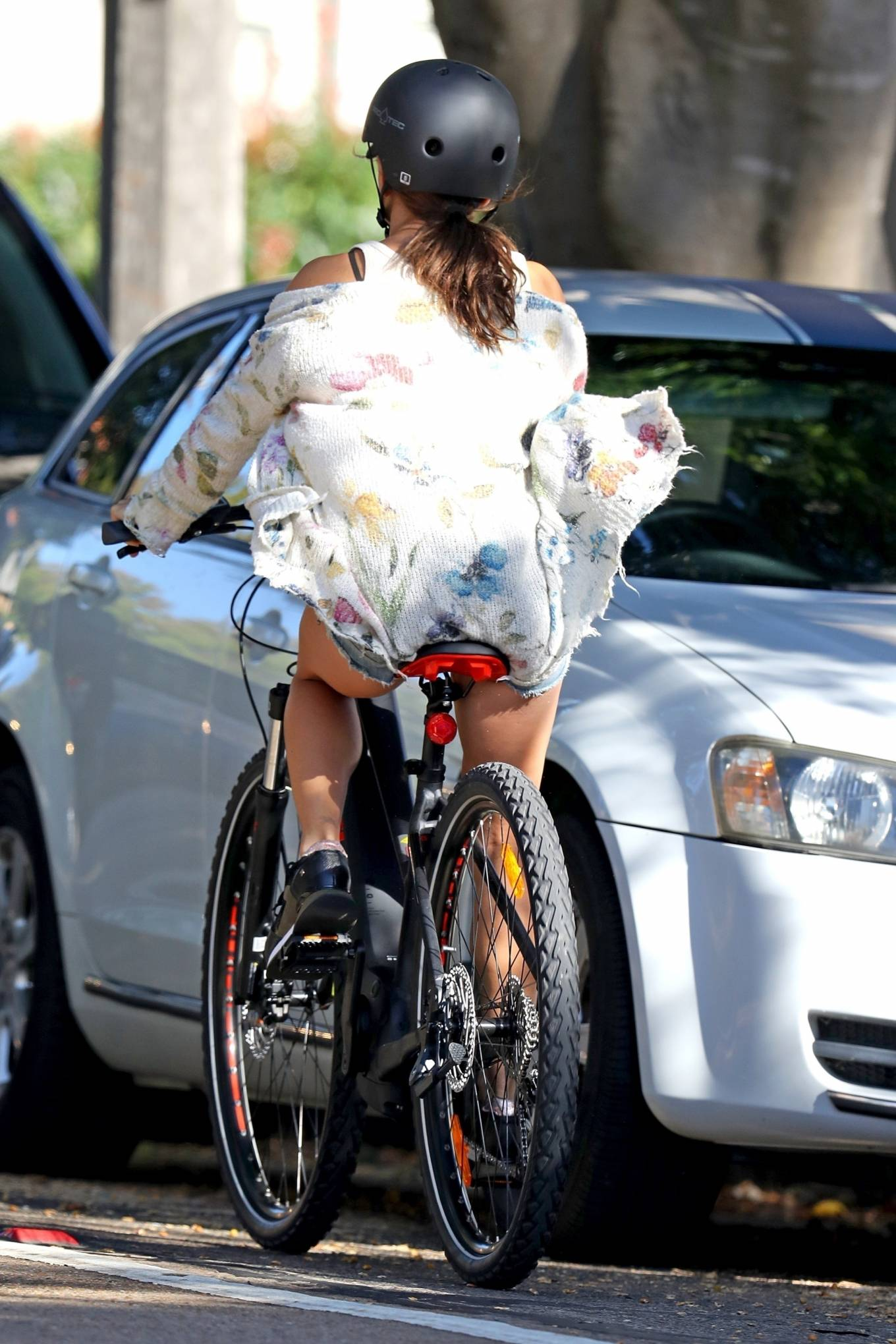 Elsa Pataky 2021 : Elsa Pataky – Out for a bike ride in Sydney-10