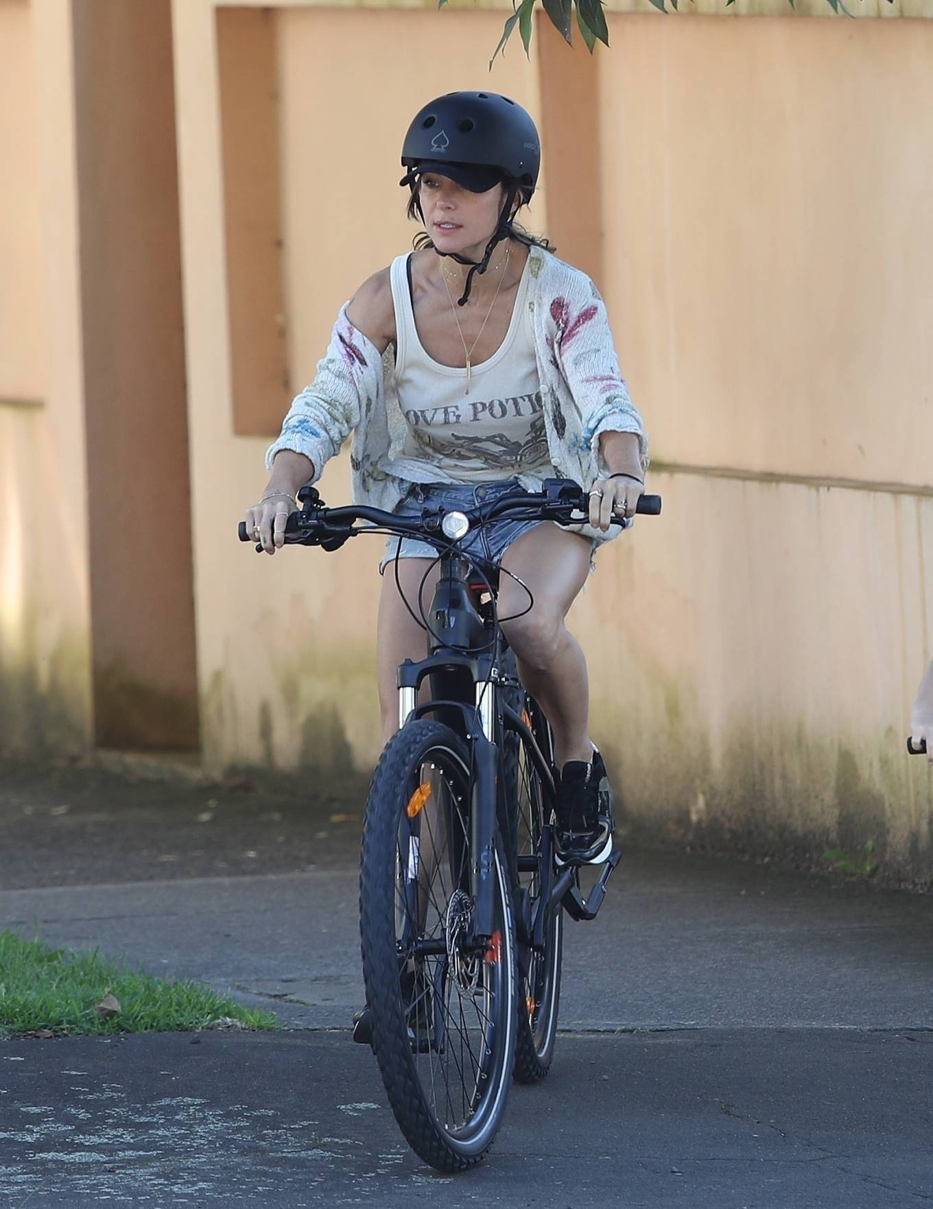 Elsa Pataky 2021 : Elsa Pataky – Out for a bike ride in Sydney-19