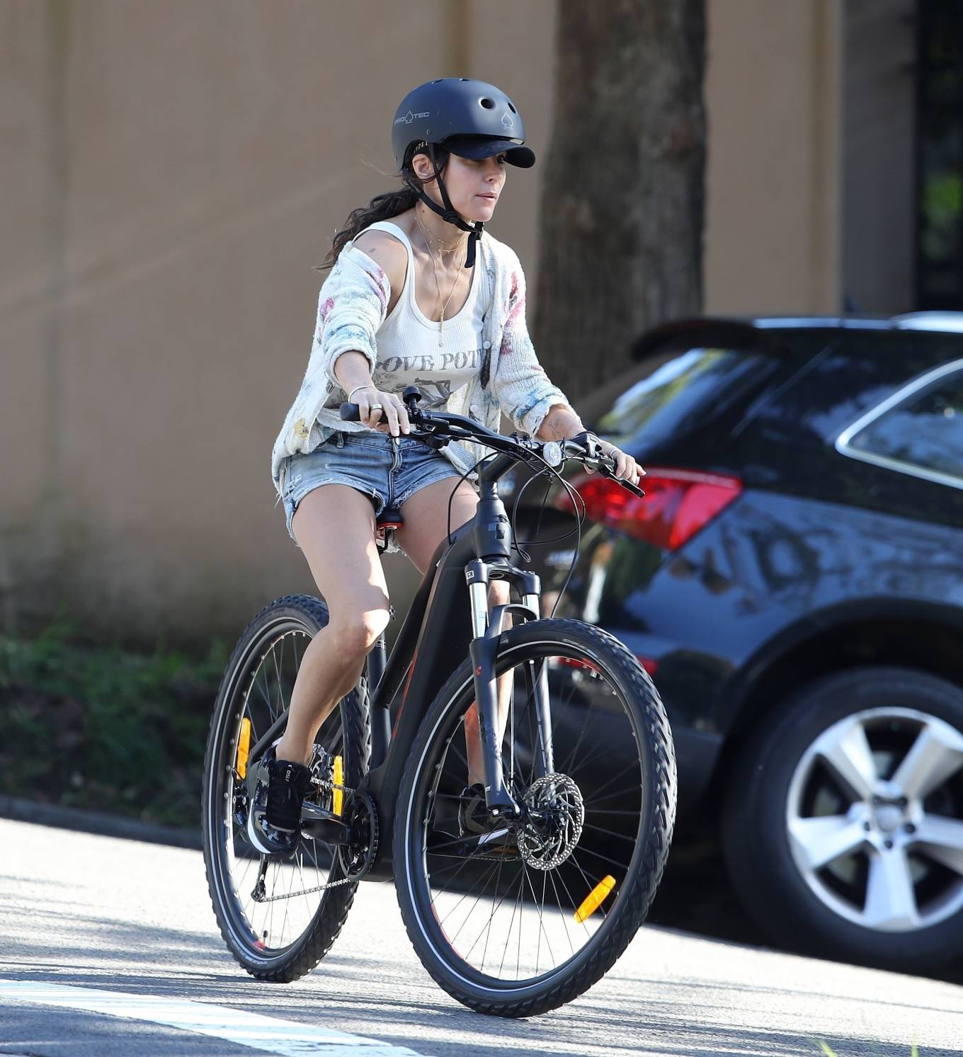 Elsa Pataky 2021 : Elsa Pataky – Out for a bike ride in Sydney-20